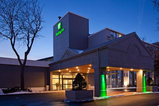 Holiday Inn exterior-main-entrance